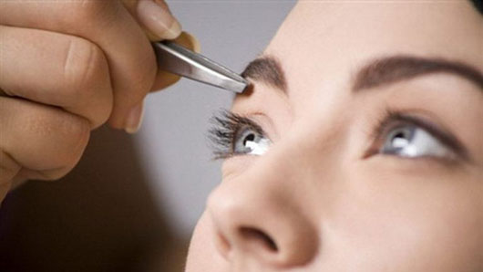 Коррекция и макияж бровей